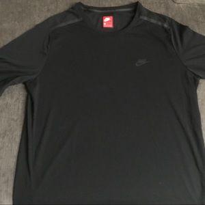 Nike Sportswear Tech Bonded Tee-Size L